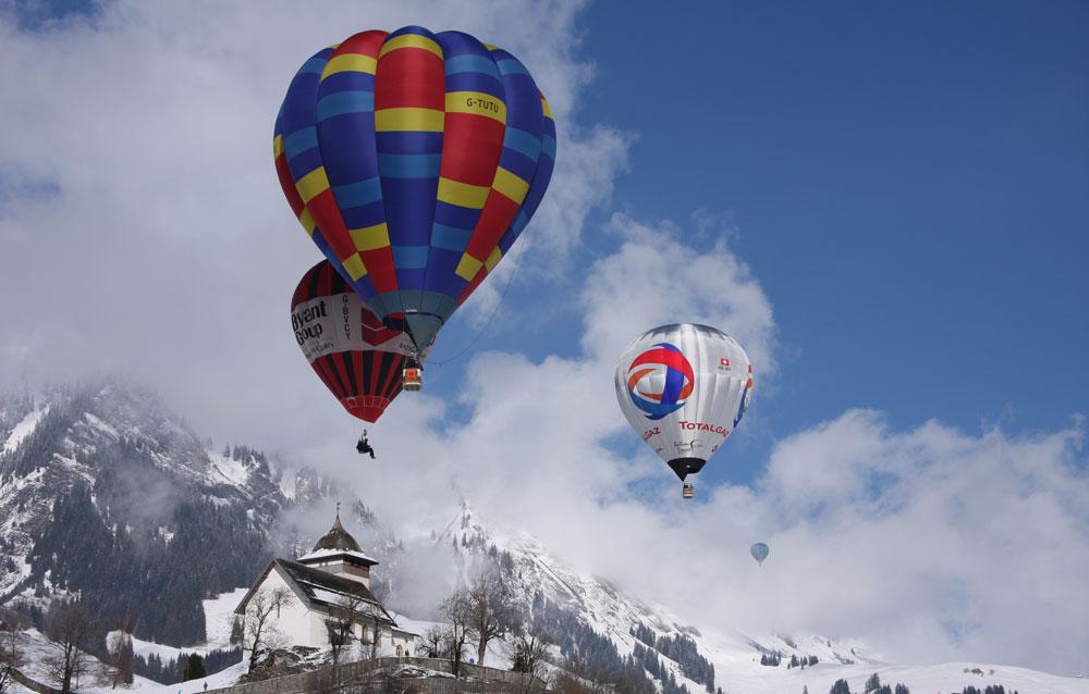 Воздушные шары над швейцарскими Альпами
